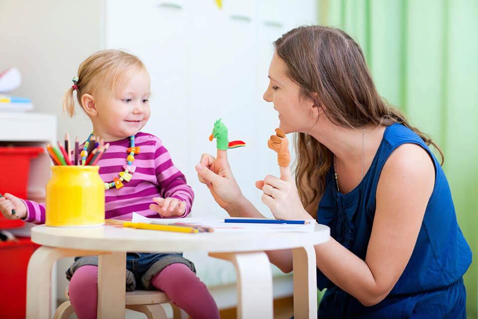 Phát triển kỹ năng giao tiếp cho bé mầm non